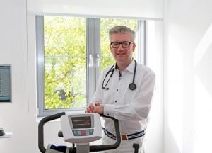 Kardiologe Jürgen Peterek bietet im Prävent Centrum Hypertoniesprechstunden an