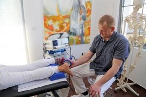 Carsten Lueg Stoßwellenbehandlung bei Achillessehnenbeschwerden